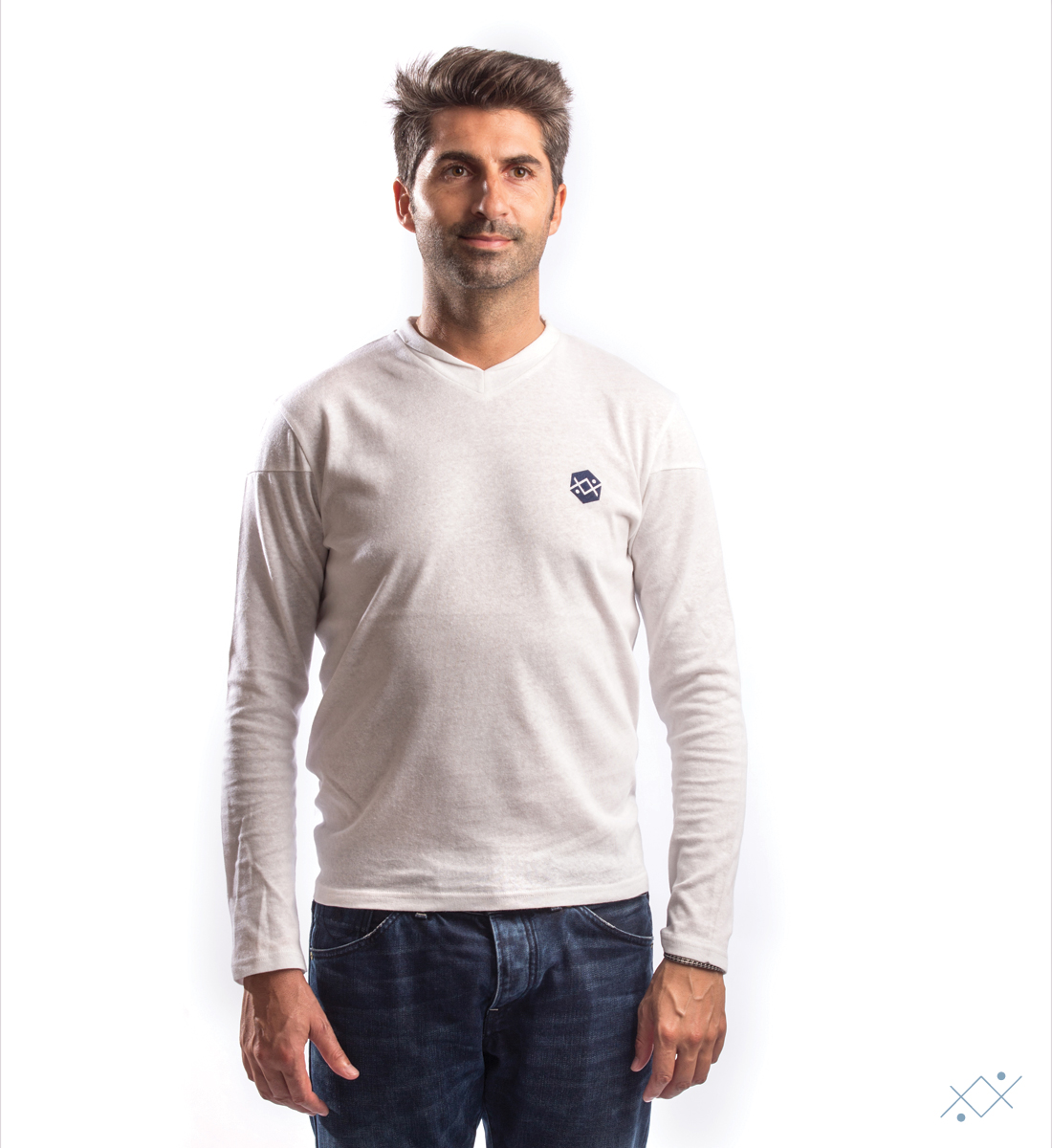 Classic white knitwear with applied velvet logo on light blue - list
