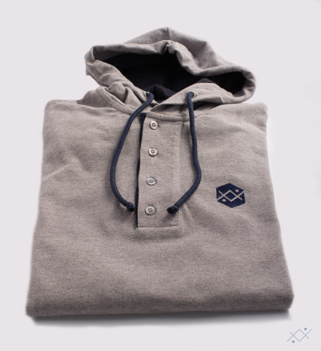 Grey hoodie with contrast color jersey on hoodie linning and details - view2
