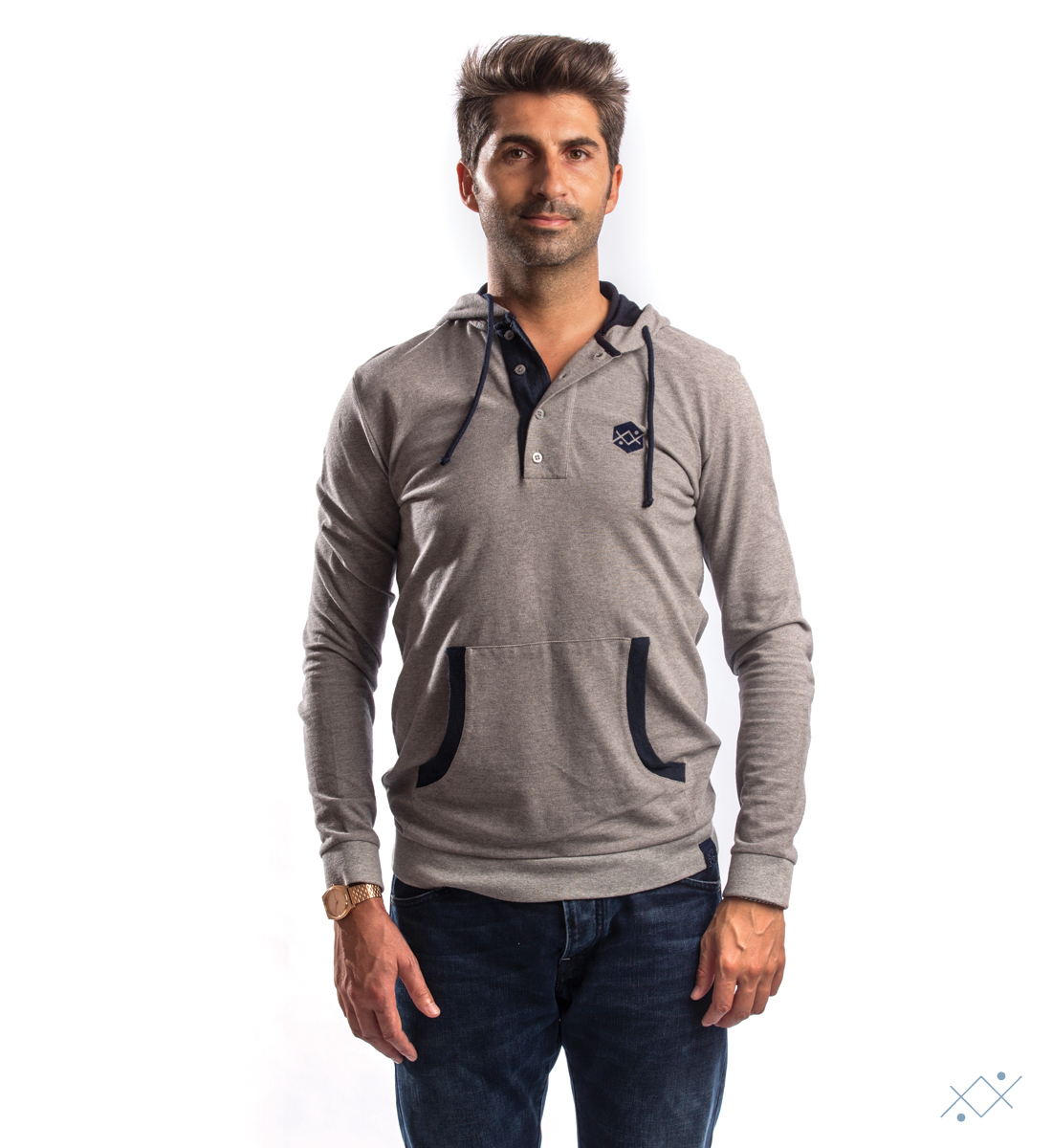 Grey hoodie with contrast color jersey on hoodie linning and details - list
